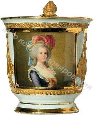 Чашка (с блюдцем) «Нарядная», богато вызолоченная и украшенная живописной миниатюрой «Портрет королевы Марии-Антуанетты»
