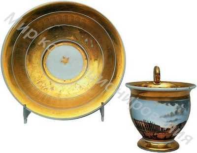 Чашка с блюдцем с видом на Невский проспект