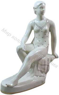 Фарфоровая статуэтка Купальщица
