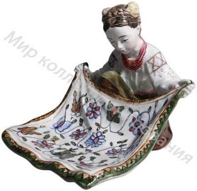 Конфетница «Украинка с ковром»