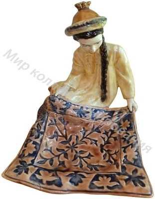 Конфетница «Киргизка с ковром»