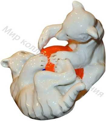 Фарфоровая статуэтка Медвежонок и львёнок