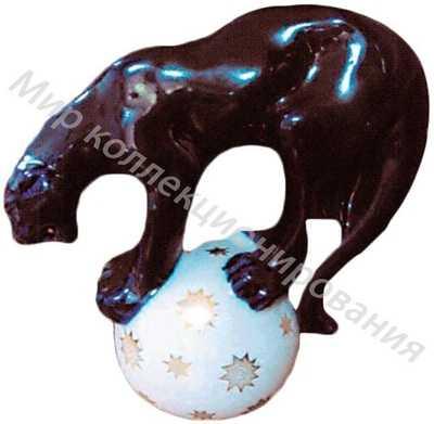 Фарфоровая статуэтка Пантера на шаре