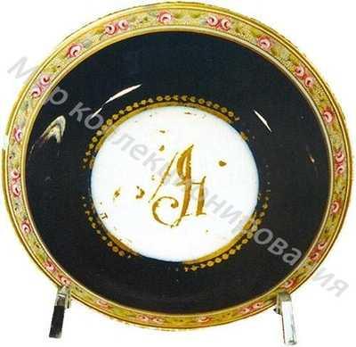 Блюдце с монограммой в медальонах «AG»