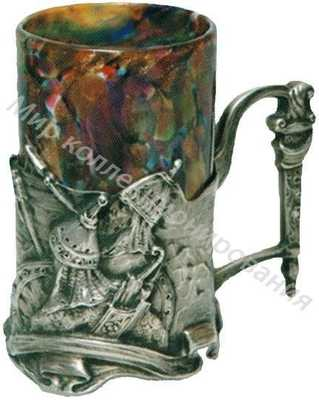Подстаканник «Богатыри в дозоре» с оригинальной формой ручки в виде меча и стаканом из цветного стекла
