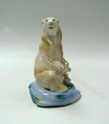 Статуэтка Белый медведь с рыбой Гжель