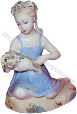 Статуэтка Девочка с букетом Гжель