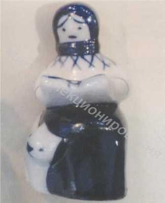 Статуэтка Девочка с котом Гжель