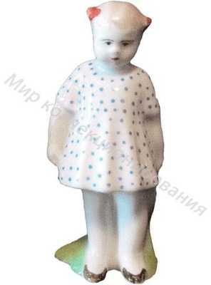 Статуэтка Девочка в платье в горошек Песочное
