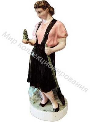 Статуэтка Девушка с саженцем Песочное
