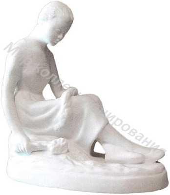 Статуэтка Девушка, плетущая венок Песочное